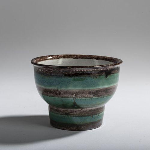 Louise Harkort, Vase, 1924 31, H. 9,2 cm. Fabriqué à la Steingutfabriken Velten …