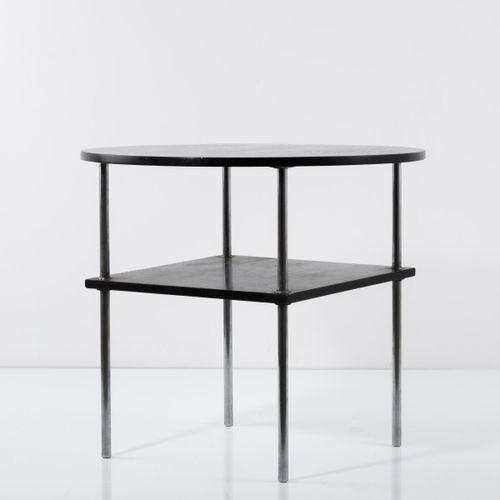 Thonet, Frankenberg, table d'appoint 'B 176', c. 1935, H. 62,5 cm, P. 70 cm. Mét…