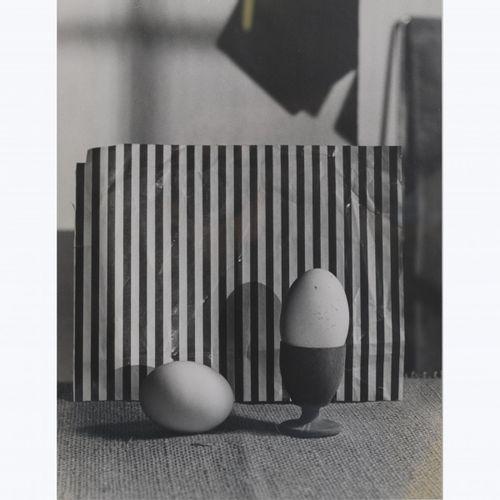 """Bauhaus, 2 photographies """" Poulet """" et """" Œufs """", 1929 33, 39,8 x 30 cm. Tirage g…"""