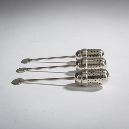 Christian Dell, 3 infuseurs à thé, 1924, L. 13,1 cm. Fabriqué à l'atelier de mét…
