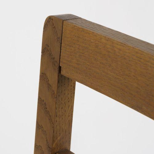 Allemagne, Chaise, années 1920, H. 84 x 49 x 45,5 cm. Bois de chêne, revêtement …
