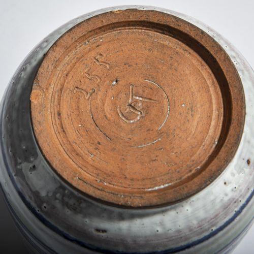 Allemagne, Jarre, années 1920, H. 17,6 cm. Majolique, glaçure alcaline polychrom…