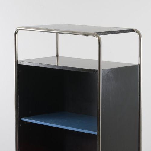 Metz & Co., Rotterdam (attr.), Bibliothèque 1930, H. 142 x 72,5 x 38,5 cm. Acier…