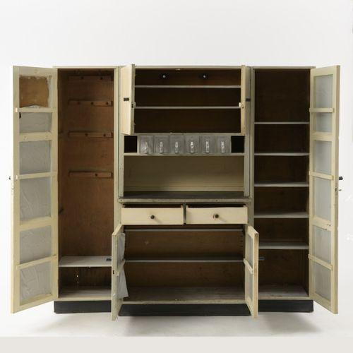 Erich Dieckmann, Armoire de cuisine de la série des meubles types, 1928, H. 190 …