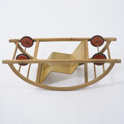 Hans Brockhage, Rocking chair / voiture, 1950, H. 36,5 x 100 x 37,5 cm. Fabriqué…
