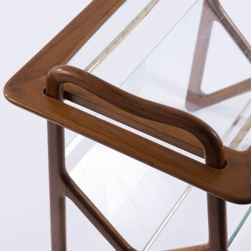 Ico Parisi (attr.), Table à revues, c. 1953, H. 57 x 60 x 40 cm. Réalisé par Ang…