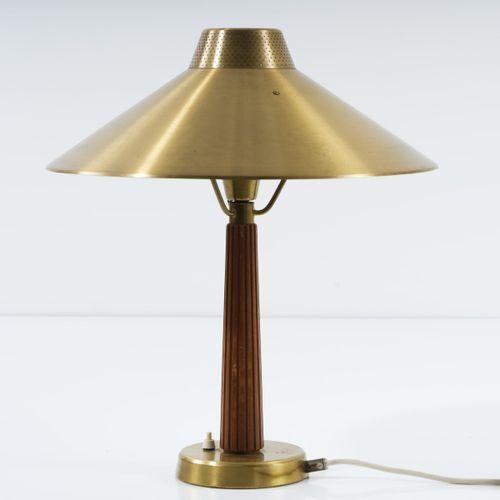 Hans Bergström, lampe de table '717', vers 1950, H. 51 cm, P. 44 cm. Fabriqué pa…