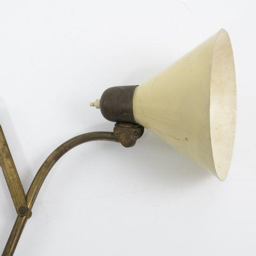 Italie, Grande applique à ciseaux, années 1950, L. 57 117 cm, D. 18,5 cm. Tôle d…