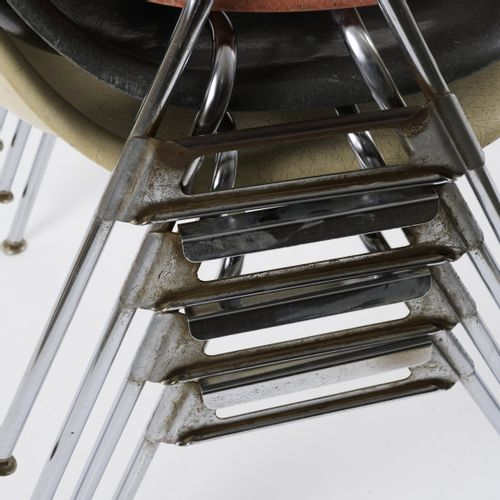 Krueger Metal Products, Green Bay, WI, 4 chaises empilables, c. 1952, H. 81 x 56…