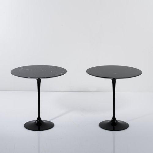 Eero Saarinen, 2 tables d'appoint 'Pedestal' '163', 1957, H. 51 cm, P. 51 cm. Fa…