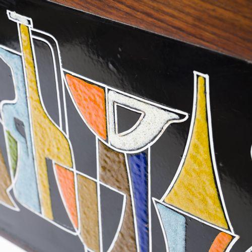 Italie, Petit bar sec sur roulettes, années 1950, H. 93 x 76 x 35,5 cm. Métal tu…