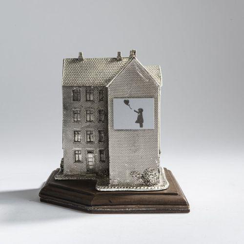Banksy (vit à Bristol) (après), Untitled (metal building), après 2007, Bâtiment …