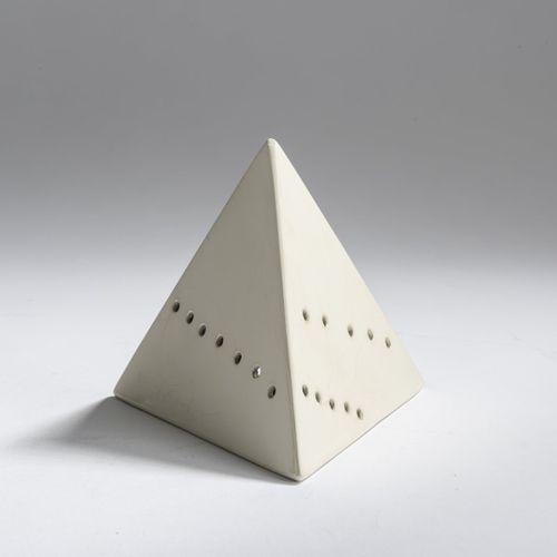 Lucio Fontana (1899 Rosario de Santa Fe 1968 Comabbio/Varese), 'Piramide' (blanc…