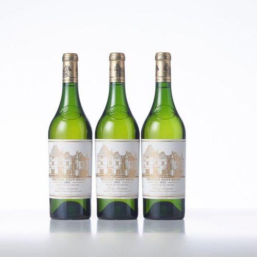 3 Bottles CHÂTEAU HAUT BRION White  Year: 2002  Appellation : Pessac Léognan