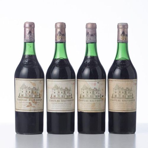 4 Bottles CHÂTEAU HAUT BRION  Year: 1970  Name: GCC1 Graves  Remarks : (4.3 cm o…