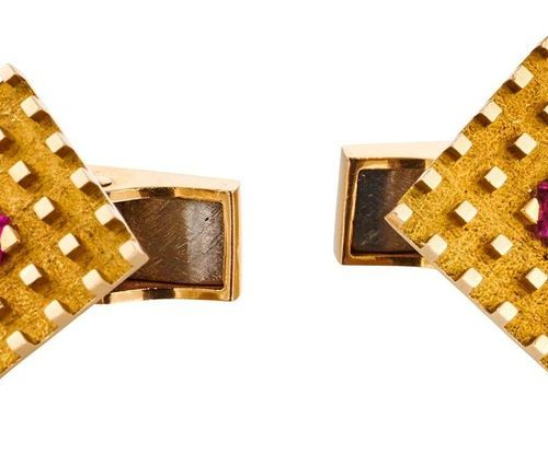 PAIRE DE BOUTONS DE MANCHETTE Yellow gold cufflinks