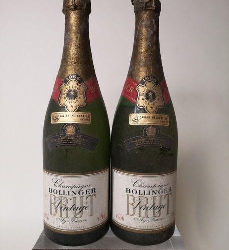 2 bouteilles CHAMPAGNE BOLLINGER Vintage 1966 Belle couleur et pétillantes, dont…