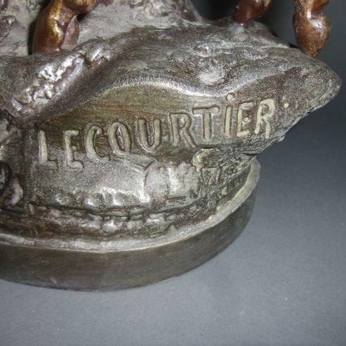 Sculpture en régule figurant un couple de Cerf élaphe, signé Lecourtier Hauteur …