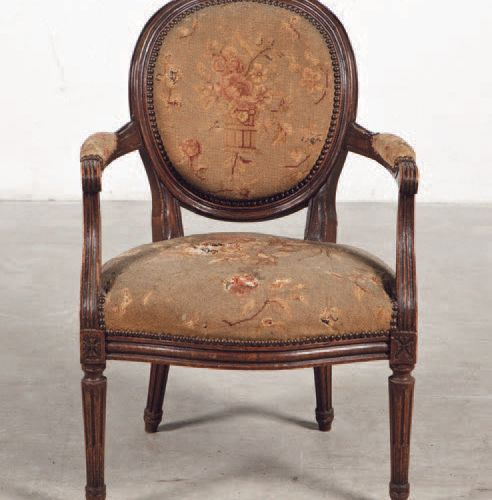 Armchair made of mahogany wood. Louis XVI period. Period: 18th century Sizes: 83…