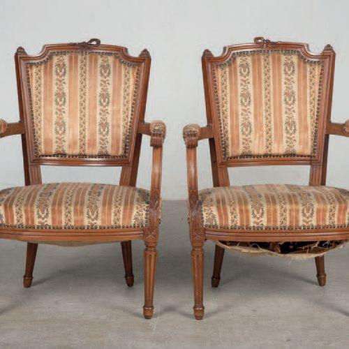 Pair of armchairs made of walnut wood. Louis XVI style. Period: 20th Century Siz…