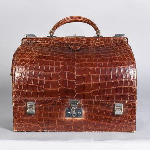 "HERMES Paris Bag ""Malette"" toilet bag in brown porosus crocodile (CITES Conventi…"