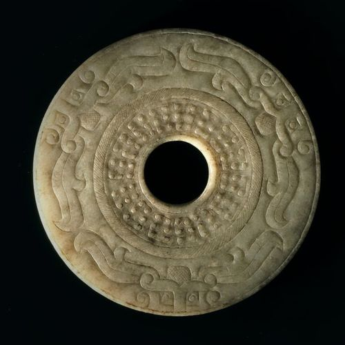Disc Bi China Nephrite /(jade) D. 8 cm The surface is engraved with archaic moti…