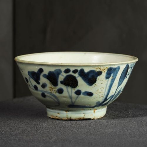 Gu and bowl China Porcelain decorated in blue under cover. H. 18 and D. 13.2 cm.…