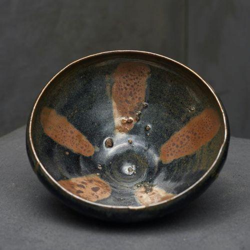 China bowl. Yuan Dynasty (1279 1368) Cizhou type glazed stoneware. H.?8 D. 18,5 …