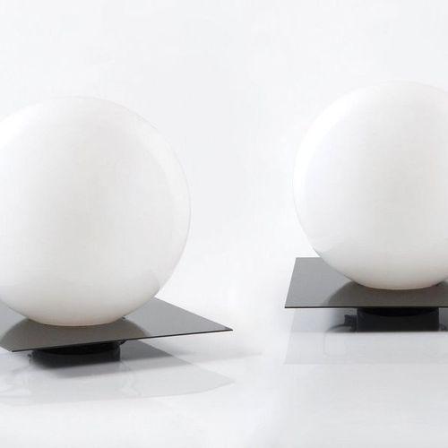 MAZZA SERGIO (né en 1931) Micol Paire de lampes Métal lacqué noir et verre opali…