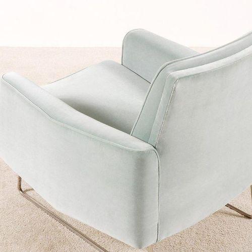 PAOLOZZI LOUIS (XXe) Prélude Paire de fauteuils Métal tubulaire et velours de la…
