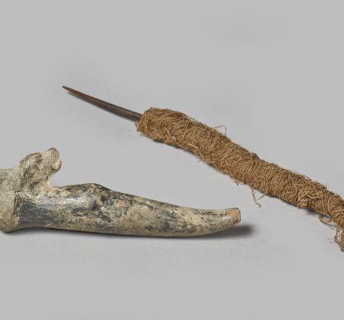 Lot composé d'un pied de vase et d'une aiguille à filer Costa Rica / Pérou H. 14…