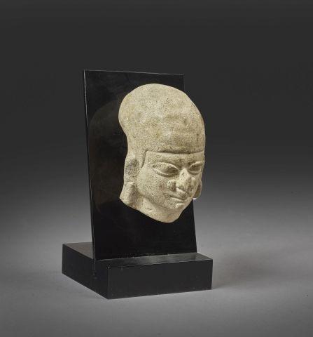Tête fragmentaire Terre cuite brune. Culture Tumaco, La Tolita, Équateur 500 av.…
