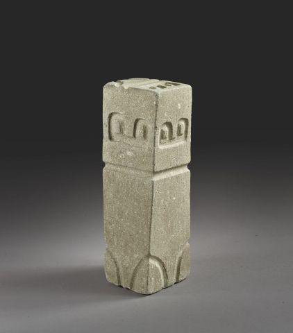 Exceptionnelle stèle Valdivia Le bloc rectangulaire est gravé sur ses six faces …