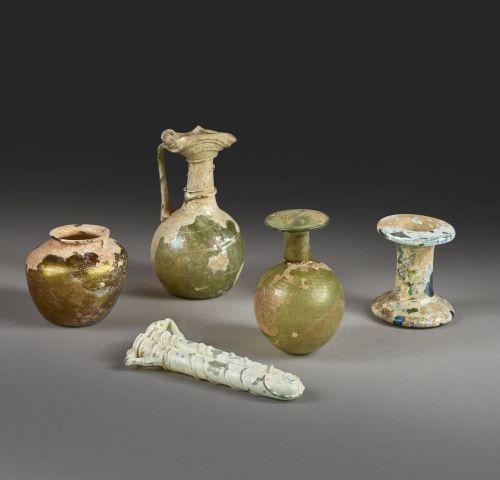 Cinq vases de fouille divers Hauteur : 14 cm