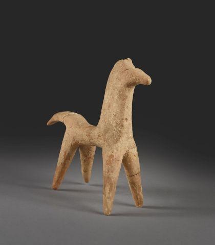 Sujet figurant un cheval en terre cuite Hauteur : 17cm (Accident)