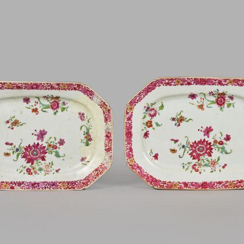 CHINE  Paire de petits plats de forme octogonale en porcelaine à motif de fleurs…