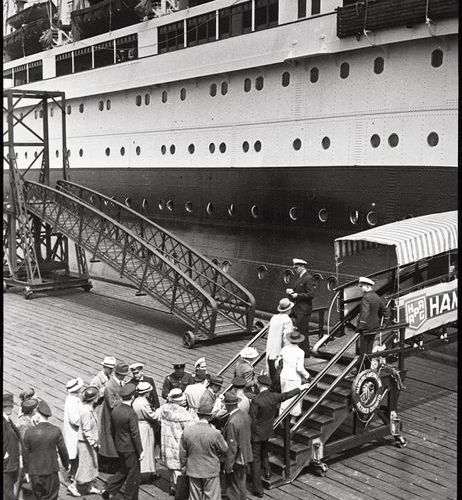 "John, Paul W. (1887 1966, Berlin) Passengers board the steamer ""New York"", Cuxha…"