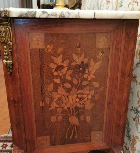 COMMODE SAUTEUSE en bois de placage de forme rectiligne ouvrant par deux tiroirs…