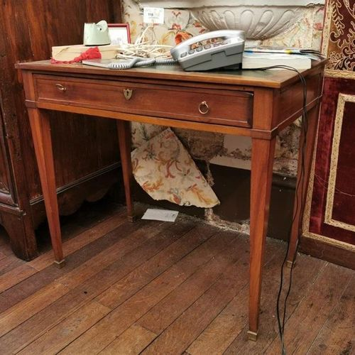 Small OFFICE in mahogany veneer opening by a drawer. Four sheathed legs. Dark gr…