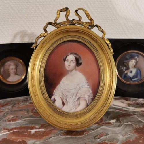 École FRANCAISE du XIXe Portrait d'Amélie Geoffroy Miniature. Haut. 11 cm fêle c…