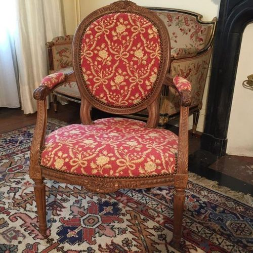Pair of moulded and carved wooden cabriolets, the backrest in medallion richly d…