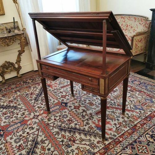 TABLE with TRONCHIN forming BACKGAMMON GAME in mahogany and mahogany veneer. The…