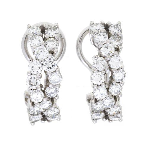 Paire de clips d'oreilles or gris 750 sertis de diamants taille brillant, h. 1.7…