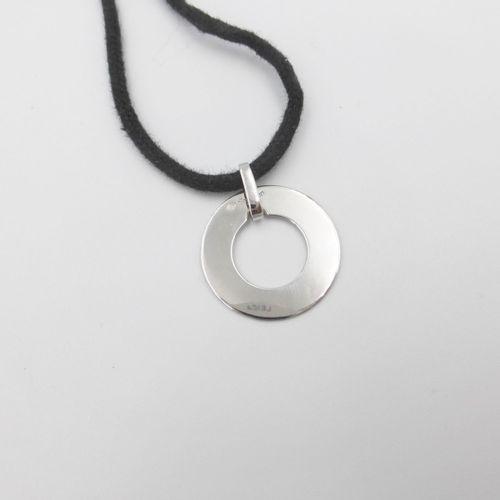 Dinh van, Pi, pendentif disque or gris 750 sur cordons noir ou rose, signé, h. …