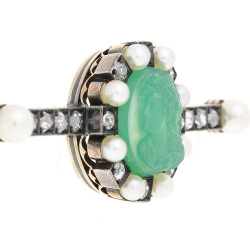 Broche XIXe s. Or et argent ornée d'un camée sur chrysoprase et sertie de perles…