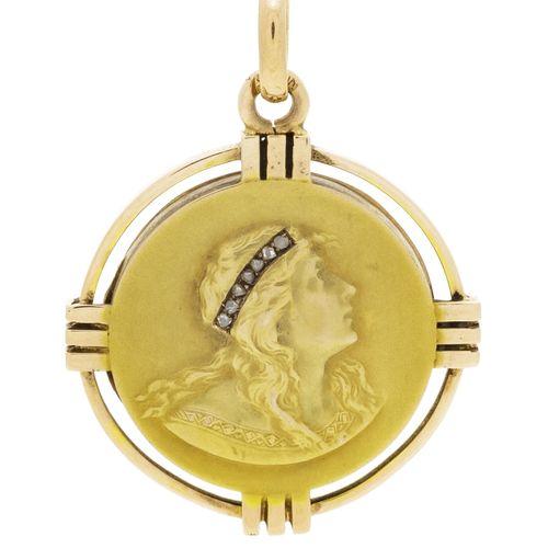 Pendentif porte photo début XXe s., or, un côté orné d'un profil féminin serti d…