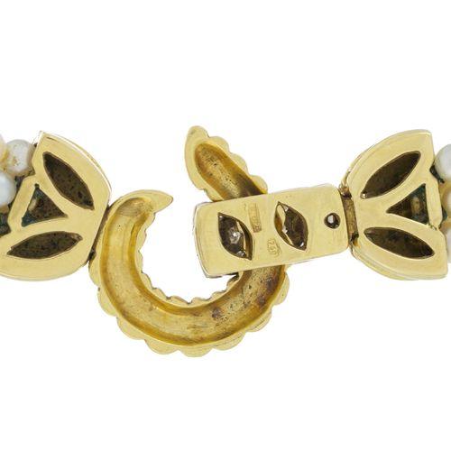 Collier 5 rangs de perles de culture blanches, fermoir 2 ors 750 serti de diaman…