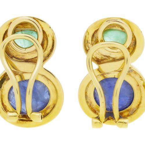 Paire de clips d'oreilles or 750 sertis de cabochons desaphir et d'émeraude, h.…