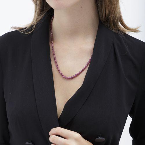 Collier1 rang de billes de rubis en chute alternées d'anneaux en or 750, long. …