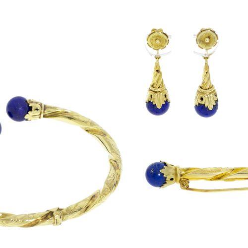 Ensemble composé d'un bracelet, d'une broche et d'une paire de pendants d'oreill…